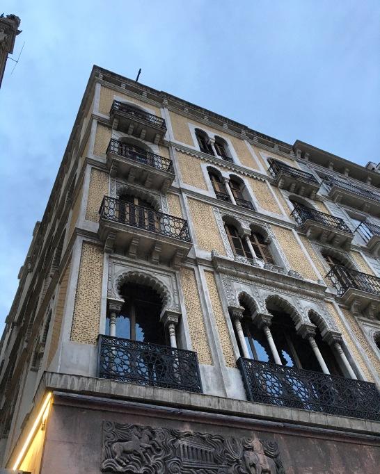 facade 1